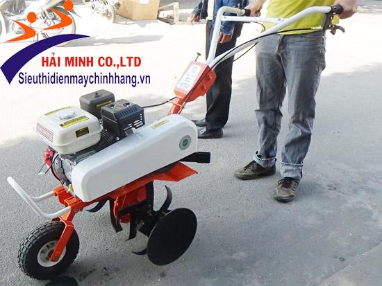 Máy xới đất rất tiện dụng trong nông nghiệp